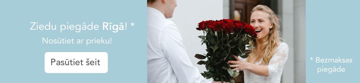 Ziedu piegāde Rīgā! Pasūtiet šeit! Priecīgi smaidīga meitene saņem sarkanu rožu pušķi