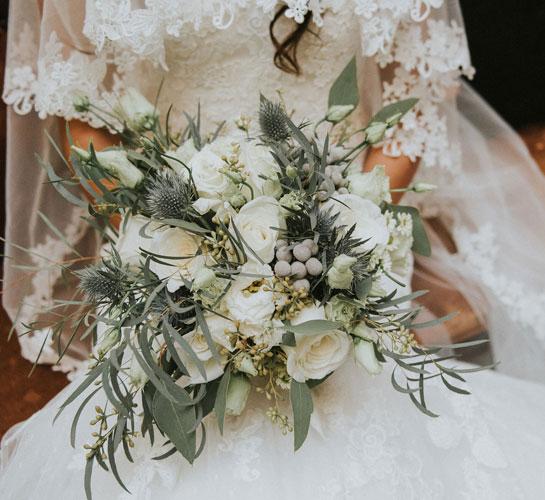Līgavas pušķis no baltiem ziediem