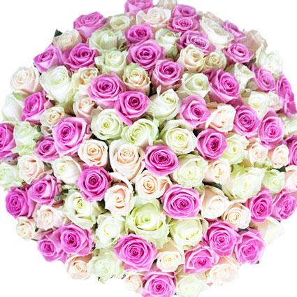 Цветы он-лайн. Букет из белых, розовых и кремовых роз. Длина роз 60 см.