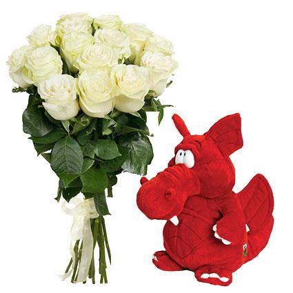 Ziedi un dāvana: 15 baltas 60 cm garas rozes un mīkstā rotaļieta Pūķītis 25 cm, ziedu piegāde
