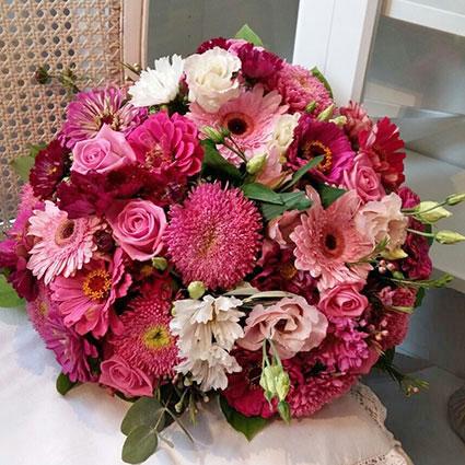 Ziedu pušķis: Rozā audekls