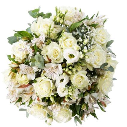 Baltu ziedu saspēle pušķī no baltām rozēm, baltām lizantēm, alstromērijām un baltiem smalkziediem.   Ziedu klāsts ir