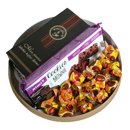 Ziedi Rīga. Dāvanu komplekts: malta kafija 250 g, Laimas šokolādes konfektes Trifeles 160 g un  cepumi Brownie
