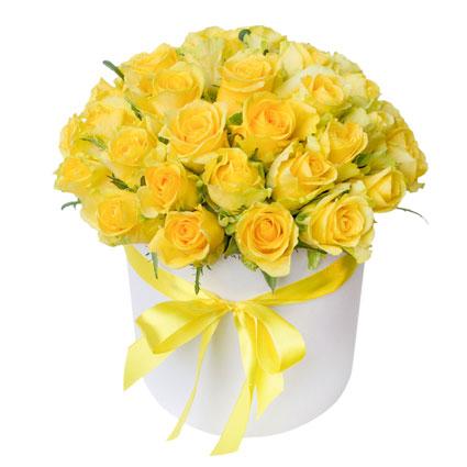 Ziedi ar piegādi. Ziedu kārbā 35 dzeltenas rozes.    Ziedu klāsts ir ļoti plašs. Var gadīties, ka izvēlētie ziedi var