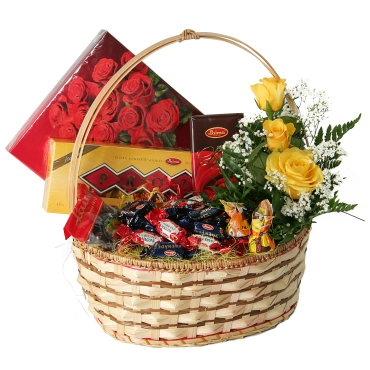 Dāvana: Lielisks saldumu grozs  īstam kārumniekam