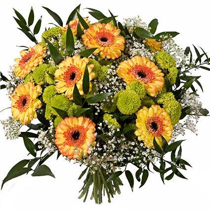 Ziedu piegāde. Burvīgs ziedu pušķis no oranžīgām gerberām, zaļām sīkziedu krizantēmām, baltiem smalkziediem un dekoratīviem