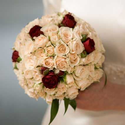 Flower delivery Latvia. Sophisticated bridal bouquet made of delicate spray roses.  A wedding is a special event and each