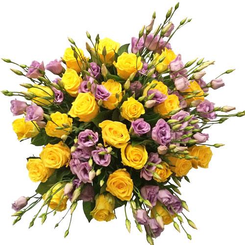 Ziedi Rīga. Ekstravagants ziedu pušķis no 25 vai 15 dzeltenām rozēm un 17 vai 10 violetām lizantēm. Attēlā redzams lielākais