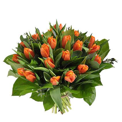 Ziedi ar piegādi. Košajā ziedu pušķī 21 oranža tulpe ar atsvaidzinošiem eikalipta zaļumu akcentiem.  Ziedu klāsts ir ļoti