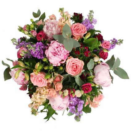 Ziedi Rīga. Bagātīgs ziedu pušķis no peonijām, lefkojām, rozēm, lizantēm, alstromērijām un sezonāliem smalkziediem.  Ziedu