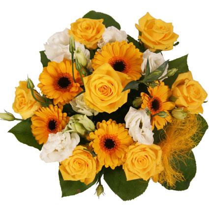 Ziedi ar piegādi. Rotaļīgs pušķis no dzeltenām rozēm, dzeltenām gerberām, baltām lizantēm un dekoratīviem zaļumiem.  Ziedu