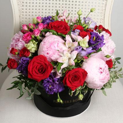 Ziedu kastīte ar peonijām