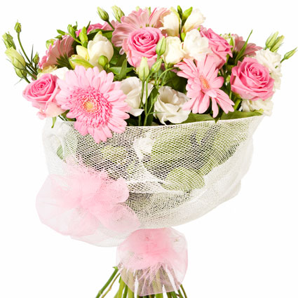 Ziedu piegāde Rīgā. Romantisks pušķis. Sastāvs:  rozā rozes, rozā gerberas, baltas lizantes,baltas frēzijas, ietīts baltā