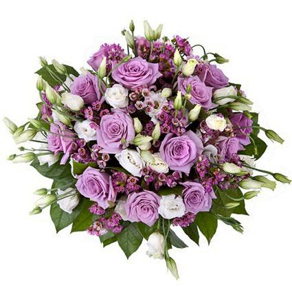 Ziedi ar kurjeru. Grezns ziedu pušķis no violetām rozēm baltām lizantēm un rozā smalkziediem.  Ziedu klāsts ir ļoti plašs.