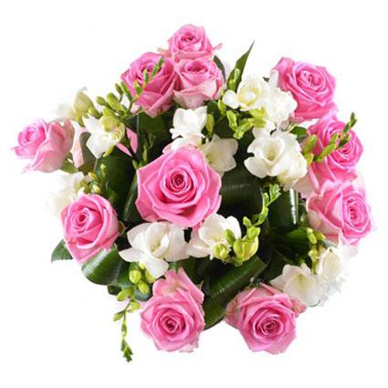 Ziedi Rīga. Skaists ziedu pušķis no 11 rozā rozēm un baltām frēzijām.  Ziedu klāsts ir ļoti plašs. Var gadīties, ka