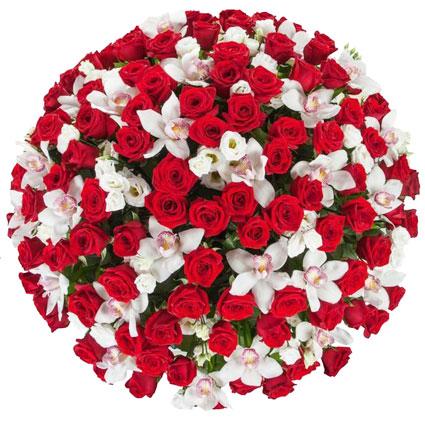 Ziedi. Pārsteidzoši grezns ziedu pušķis no 100 sarkanām rozēm, baltām lizantēm un baltu orhideju ziediem.