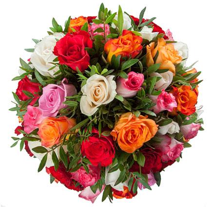 Ziedi Latvijā. Pušķis no 27 dažādu krāsu rozēm un dekoratīviem zaļumiem.  Ziedu klāsts ir ļoti plašs. Var gadīties, ka