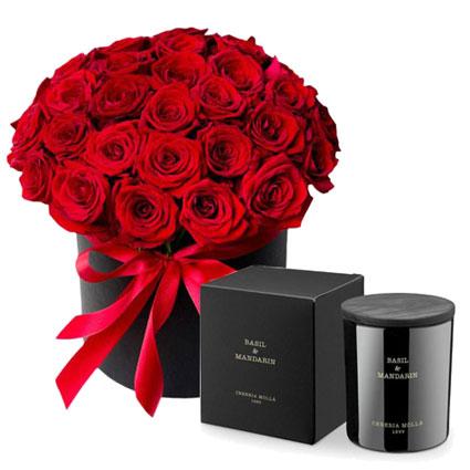 Dāvanu komplekts: Rožu kārba un aromātiska svece