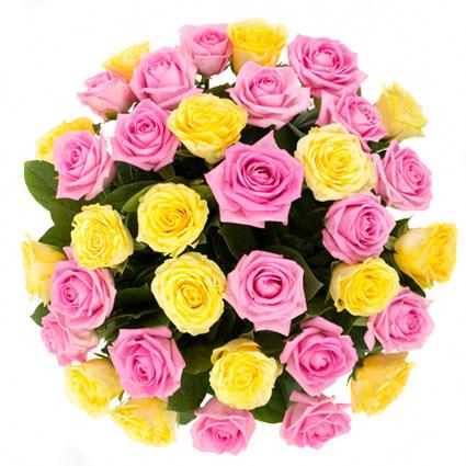 Ziedi Latvijā. Neparasts dzeltenu un rozā rožu pušķis. Pušķī 35 rozes. Rožu garums 60 cm.  Ziedu klāsts ir ļoti plašs. Var