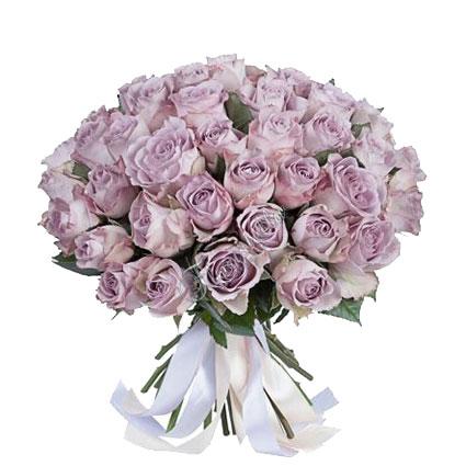 Ziedi Latvijā. Violets pušķis no 25 vai 35 rozēm.  Ziedu klāsts ir ļoti plašs. Var gadīties, ka izvēlētie ziedi var nebūt
