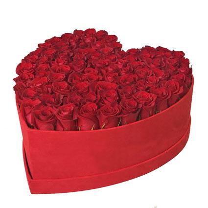 Sarkanu rožu kārba: LOVE
