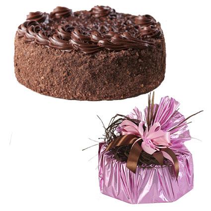 Ziedu piegāde Latvijā. Torte Cielaviņa 700 g dāvanu iesaiņojumā (Staburadze). Kraukšķīga bezē torte ar