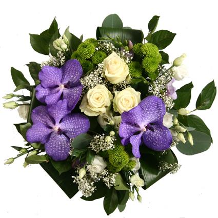 Ziedi Latvijā. Eksotiskā orhideja Vanda - košs akcents ziedu pušķī. Uzmanību! Šim pušķim piegāde Rīgā un Rīgas