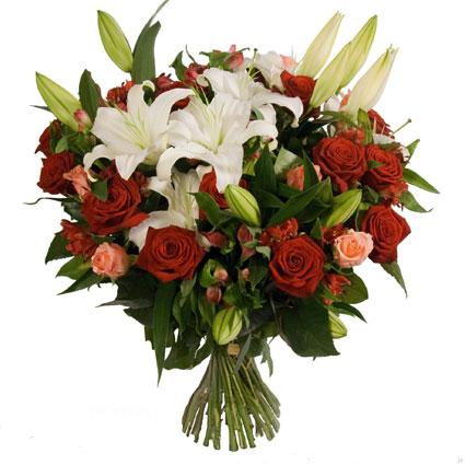 Ziedu piegāde Latvijā. Apjomīgs ziedu pušķis no baltām lilijām, sarkanām rozēm, rozā rozēm, sarkanām alstromērijām, rozā