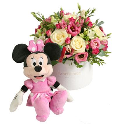 Ziedi Rīga. Ziedu kārba un Disney mīkstā rotaļlieta Minnija (25 cm). Ziedu kārbā baltas un rozā rozes, rozā lizantes, baltas