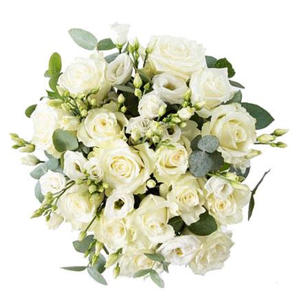 Ziedu pušķis no 15 baltām rozēm un 9 baltām lizantēm ar dekoratīviem eikalipta zariņiem