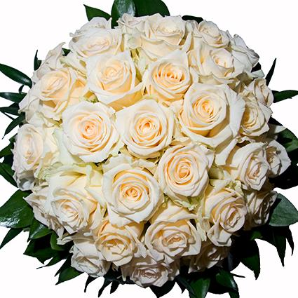 Ziedi ar piegādi. Līgavas pušķis no šampanieša krāsas rozēm.  Kāzas ir īpašs notikums un katrs līgavas pušķis ir