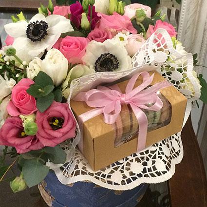 Ziedu kastīte ar makarūniem