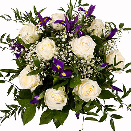 Ziedu piegāde. Balto rožu maigums un zilo īrisu košums skaistā ziedu pušķī.  Ziedu klāsts ir ļoti plašs. Var gadīties, ka