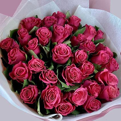 ĪPAŠAIS PIEDĀVĀJUMS! Rožu pušķī 35 rozā rozes.