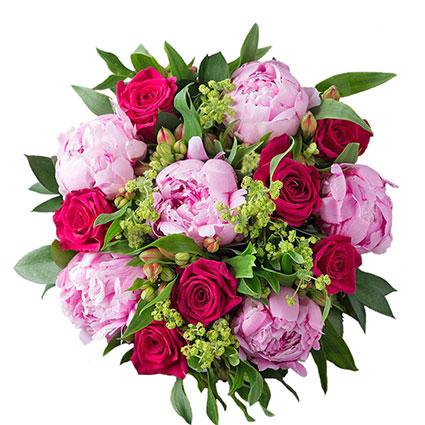 Ziedu piegāde Rīgā. Grezns pušķis no sarkanām rozēm, rozā peonijām un sarkanām alstromērijām, papildināts ar dekoratīviem