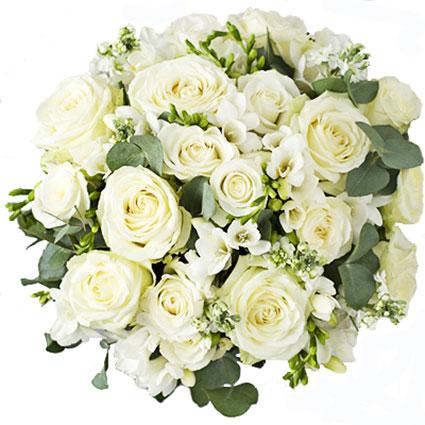 Ziedu piegāde. Izsmalcināts un šarmants pušķis no baltiem ziediem. Baltas rozes, baltas frēzijas un balti smalkziedi ar
