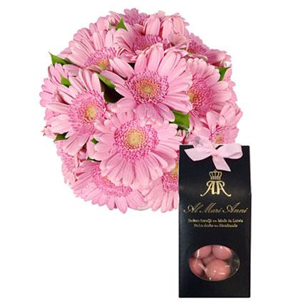 """15 rozā gerberas un """"AL MARI ANNI"""" zemenes baltajā šokolādē 100 g"""