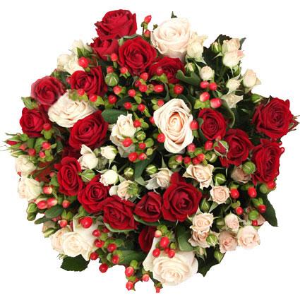 Ziedi Latvijā. Brīnišķīgs sarkanu un krēmkrāsas rožu pušķis ar dekoratīvām ogām.  Ziedu klāsts ir ļoti plašs. Var
