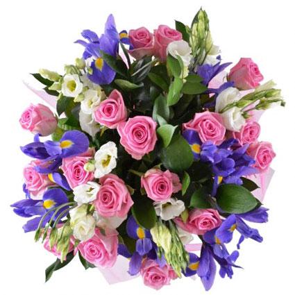 Ziedu piegāde Latvijā. Bagātīgs ziedu pušķis no rozā rozēm, ziliem īrisiem un baltām lizantēm. Ziedu klāsts ir ļoti plašs.