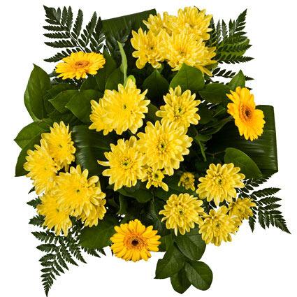 Ziedi un to piegāde. Ziedu pušķis no dzeltenām gerberām, dzeltenām krizantēmām un dekoratīviem zaļumiem.  Ziedu klāsts ir