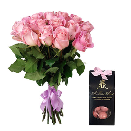 """Bouquet of 17 pink roses and """"AL MARI ANNI"""" chocolate dragees"""