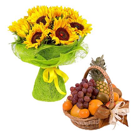 Vasarīgs ziedu pušķis no 9 saulespuķēm un sulīgu augļu grozs.