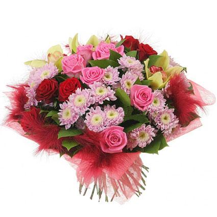 Ziedu piegāde. Rotaļīgs un ekstravagants ziedu pušķis no orhidejām, rozēm un krizantēmām dekoratīvā saiņojumā ar košiem