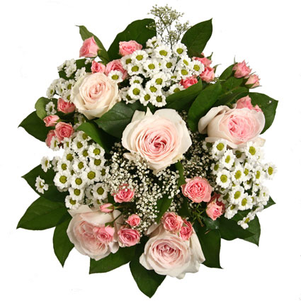 Maigas rozā rozes, rozā krūmrozes un balti smalkziedi romantiskā ziedu pušķī ar piegādi Latvijā