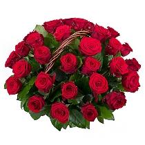 Sarkanu rožu kompozīcija