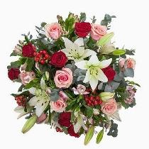Rožu un liliju pušķis