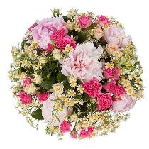 Peonijas un rozes vasarīgā ziedu pušķī