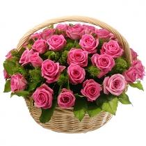 Rozā rožu kompozīcija