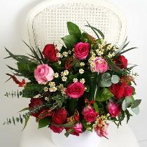 Rožu pušķis ar sezonas smalkziediem