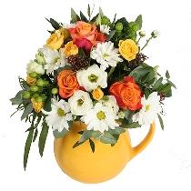 Ziedi keramikas krūzē